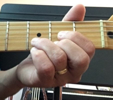 relaxed fretting hand